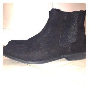 Black slip on Chelsea boot